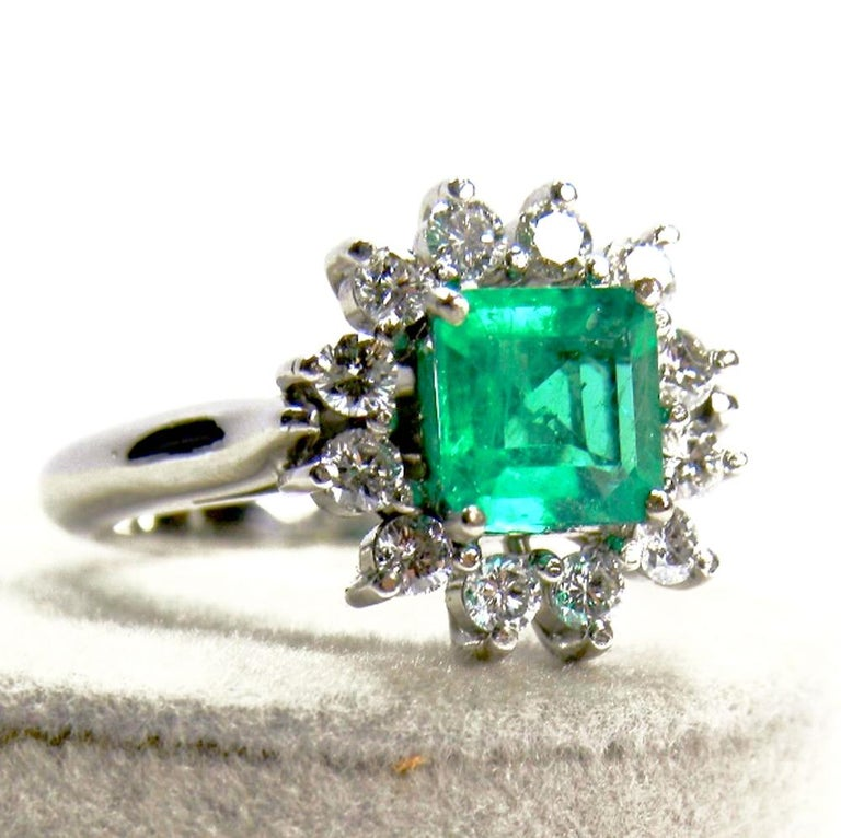 Contemporary 1.72 Carat Natural Fine Colombian Emerald Diamond Engagement Ring 18 Karat For Sale