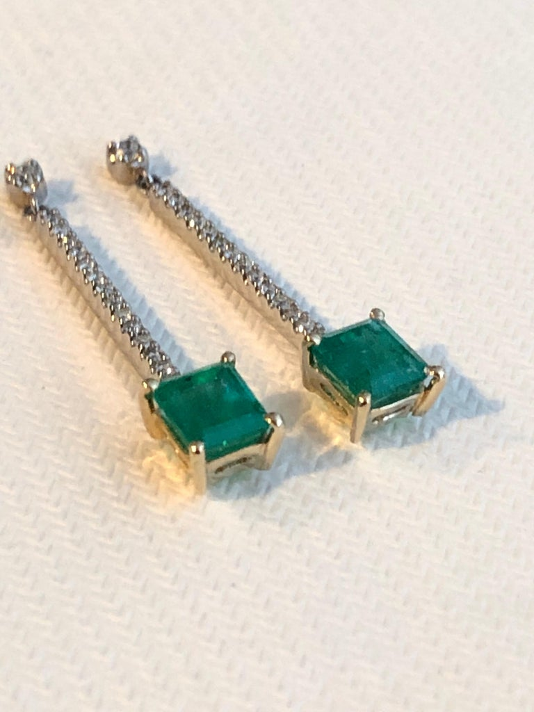 Colombian Emerald Diamond Platinum 18K Dangle Earrings In New Condition For Sale In Brunswick, ME