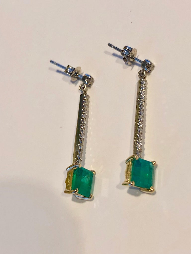 Women's Colombian Emerald Diamond Platinum 18K Dangle Earrings For Sale
