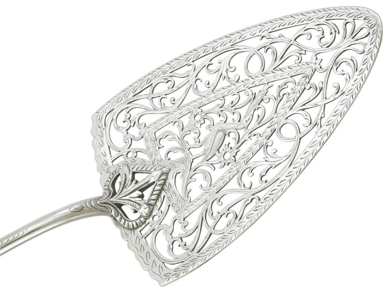 English 1770s Georgian Sterling Silver Fish Slice Pudding Trowel For Sale
