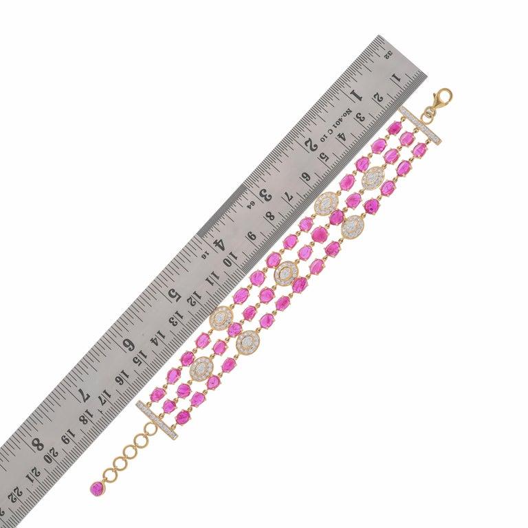 Oval Cut 17.77 Carat Ruby Diamond 18 Karat Yellow Gold Bracelet For Sale