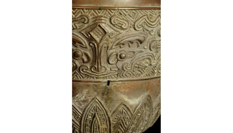 17th-18th Century China Pair of Bronze Vases Qing Dynasty For Sale 13