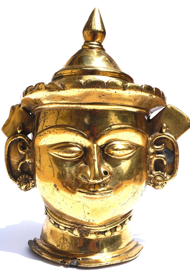 Anglo Raj 17th-18th Century Indian Mukhalingam Gilt Bronze Mask For Sale