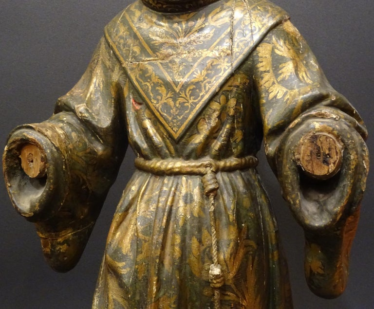 17th Century Andalusian Carved Gilded Polychromed Wood San Francisco Sculpture In Fair Condition For Sale In Valladolid, ES