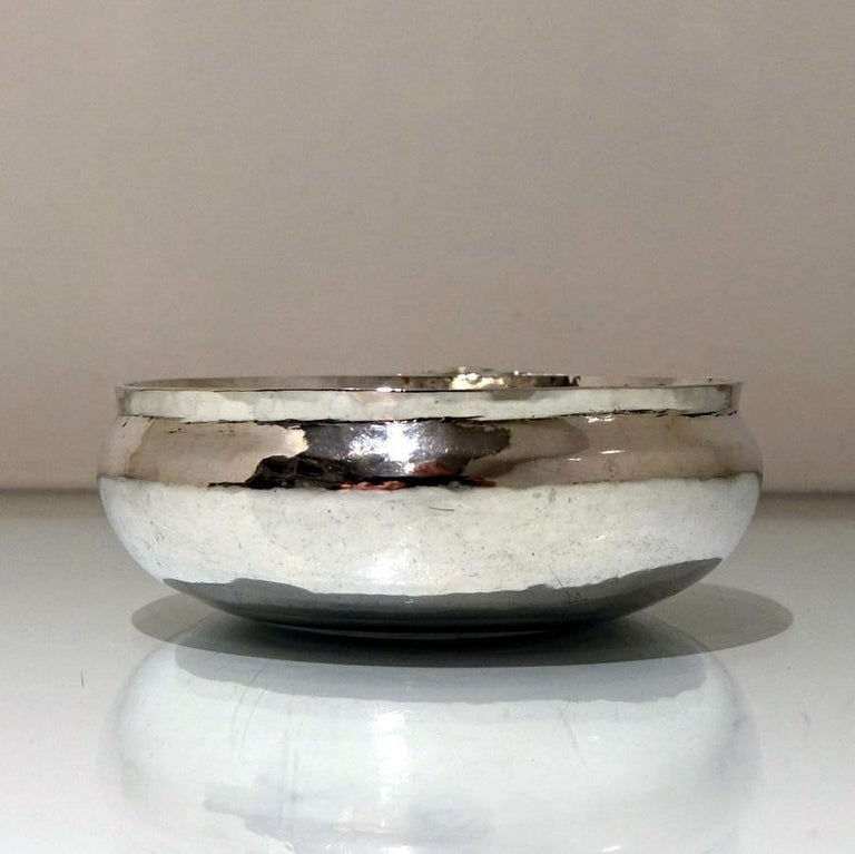 17th Century Antique William & Mary Sterling Silver Bleeding Bowl, London, 1693 In Good Condition For Sale In 53-64 Chancery Lane, London