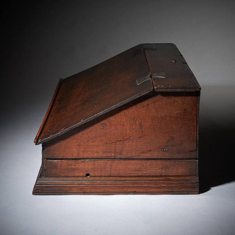 17th Century Charles II Carved Oak Writing Box or Desk Box circa 1660 England In Good Condition For Sale In Oxfordshire, United Kingdom