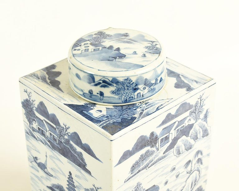 Qing 19th Century Chinese Kangxi Porcelain Tea Jar with Blue and White Underglaze For Sale