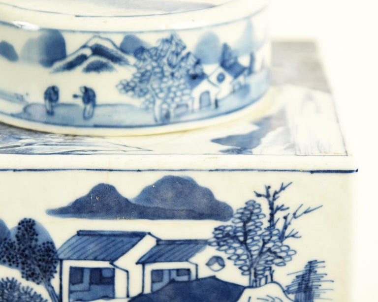19th Century Chinese Kangxi Porcelain Tea Jar with Blue and White Underglaze For Sale 3