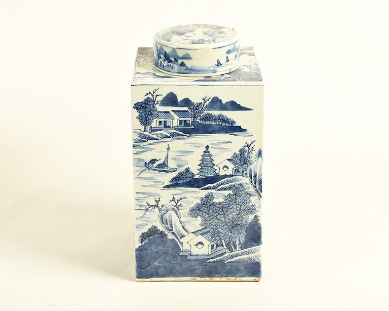 19th Century Chinese Kangxi Porcelain Tea Jar with Blue and White Underglaze For Sale 4