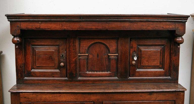 British 17th Century English Court Cupboard in Oak For Sale