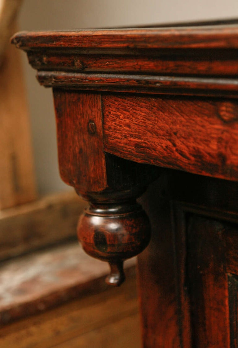 17th Century English Court Cupboard in Oak In Good Condition For Sale In Los Angeles, CA