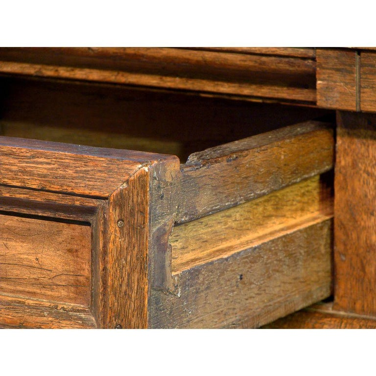 17th Century English Oak Chest In Good Condition For Sale In Lymington, GB