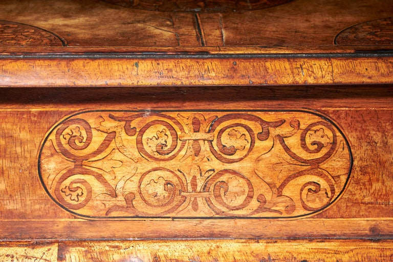 17th Century Figured Walnut and Seaweed Marquetry Lace Box For Sale 2