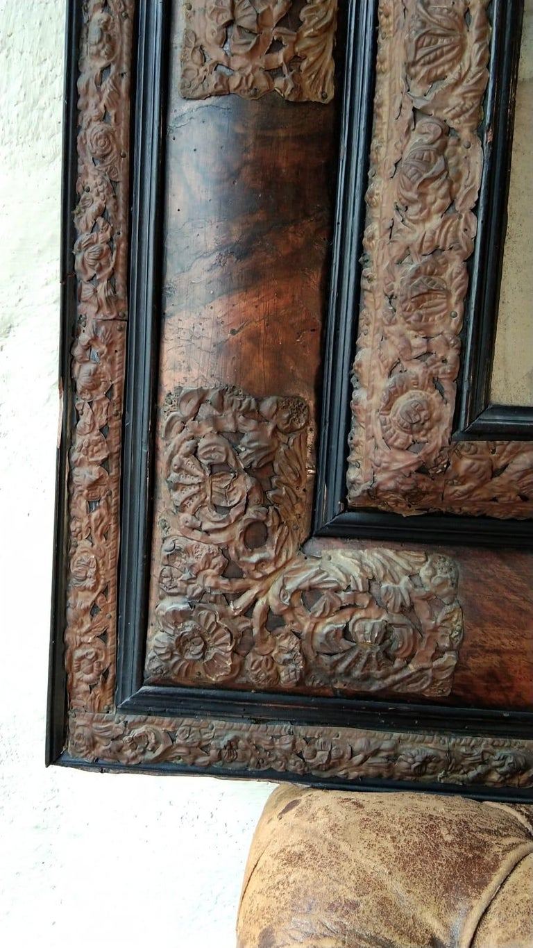 17th Century  French Walnut and Copper Mirror In Good Condition For Sale In Lectoure, Occitanie