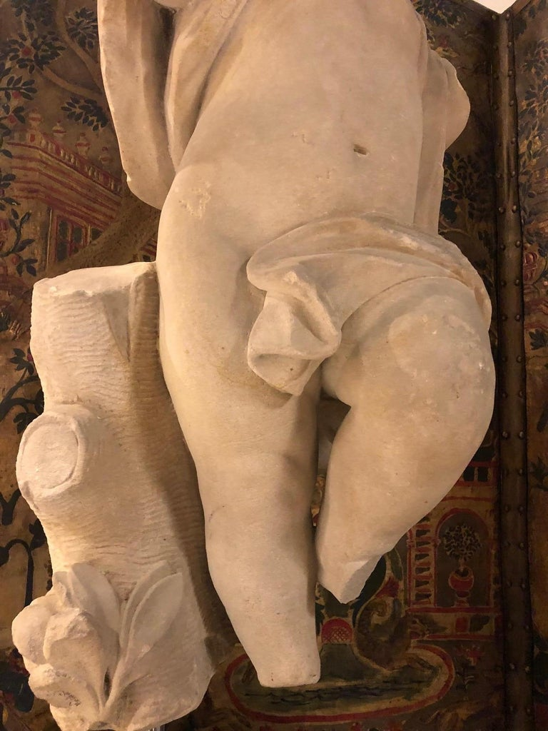 A 17th Century Italian Carved Sandstone Torso of an Infant in Motion For Sale 1