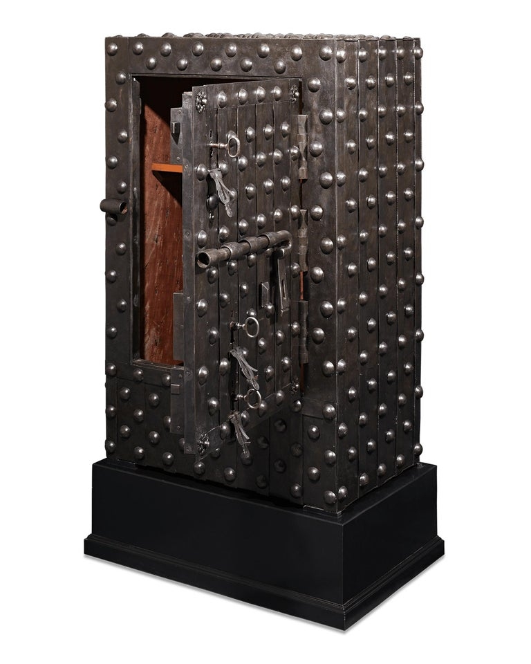 17th Century Italian Iron Safe In Excellent Condition For Sale In New Orleans, LA