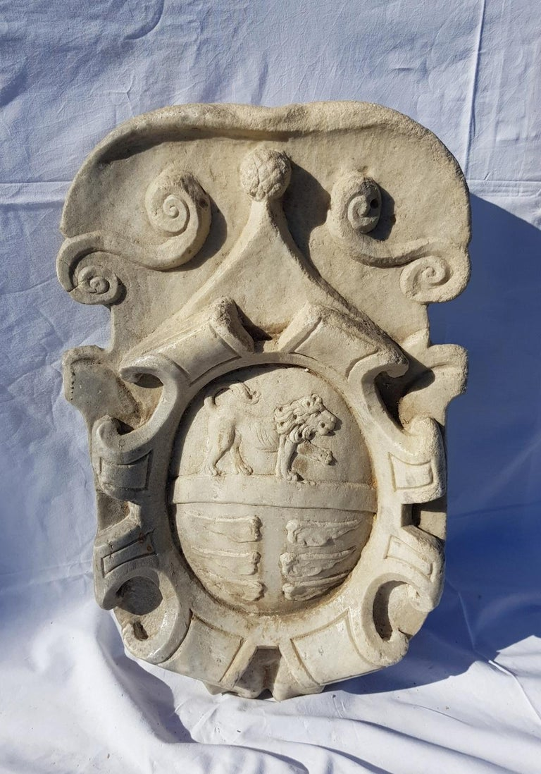 17th Century Italian Noble Coat of Arms, White Marble Italy Baroque Garden Stone For Sale 1