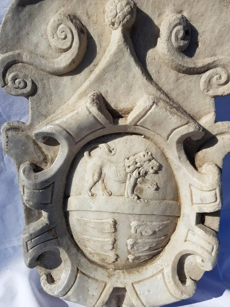 17th Century Italian Noble Coat of Arms, White Marble Italy Baroque Garden Stone For Sale 2