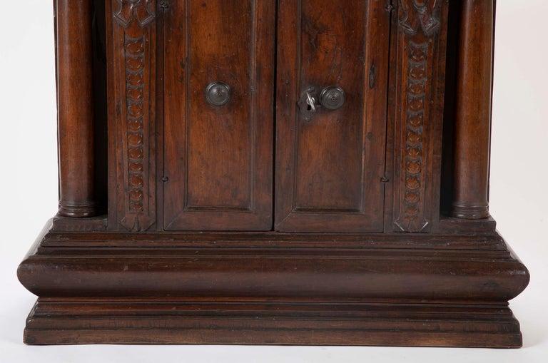 17th Century Italian Walnut Credenza For Sale 1