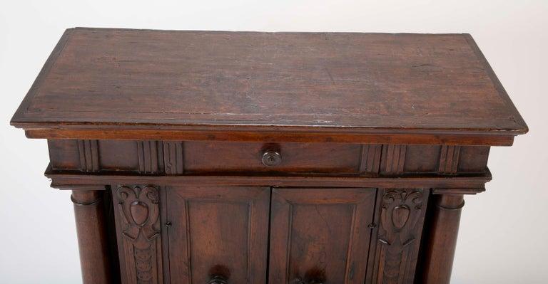 17th Century Italian Walnut Credenza For Sale 2