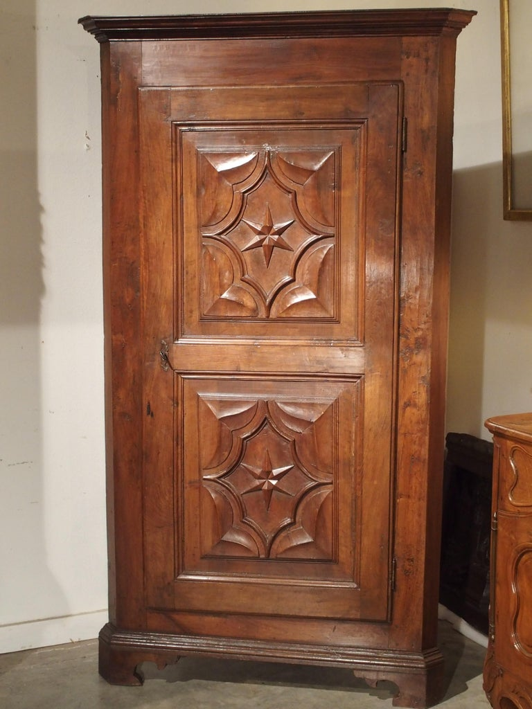 17th Century Italian Walnut Wood Corner Cabinet For Sale 11