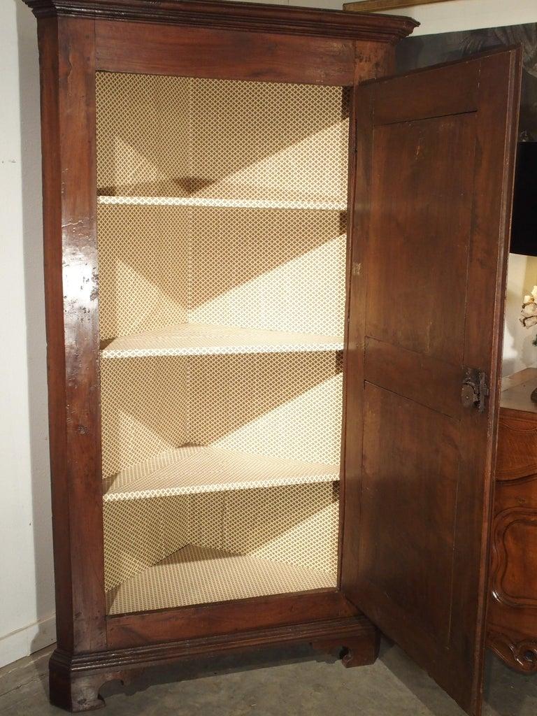17th Century Italian Walnut Wood Corner Cabinet In Good Condition For Sale In Dallas, TX