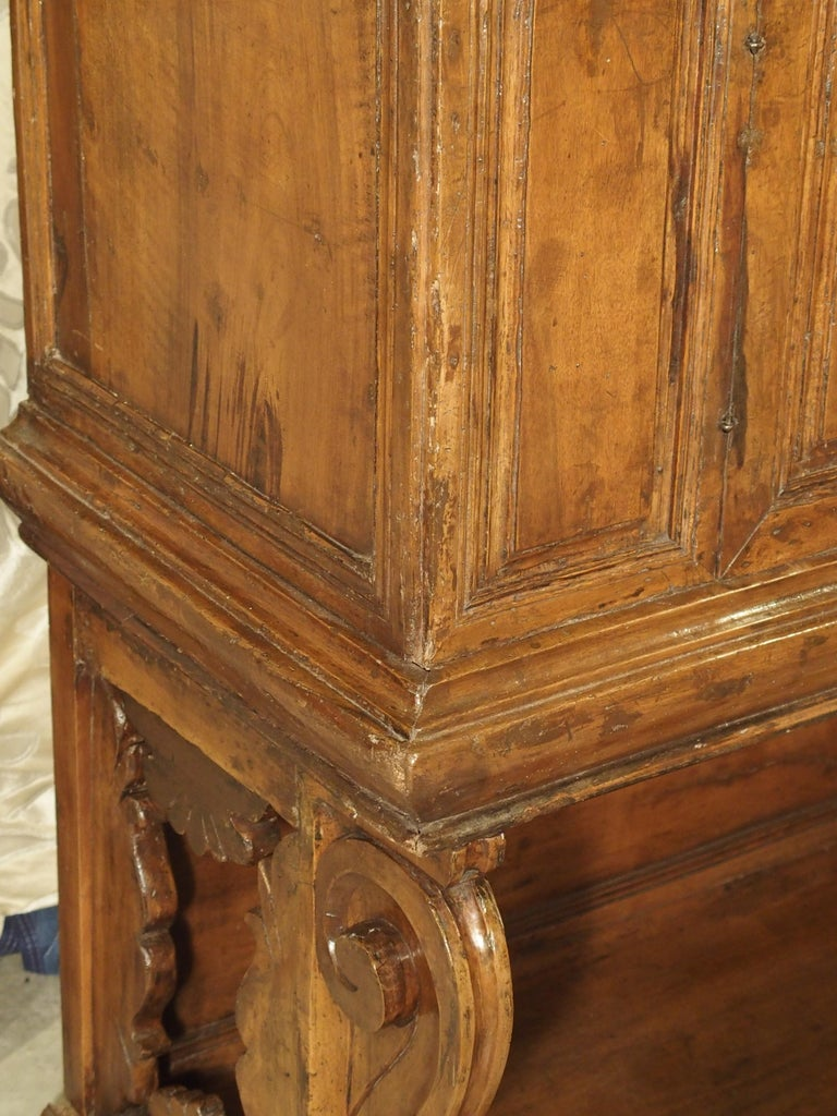 """17th Century Italian Walnut Wood """"Madia"""" Cabinet with Carved Bracket Base For Sale 10"""