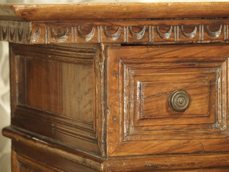 """18th Century and Earlier 17th Century Italian Walnut Wood """"Madia"""" Cabinet with Carved Bracket Base For Sale"""
