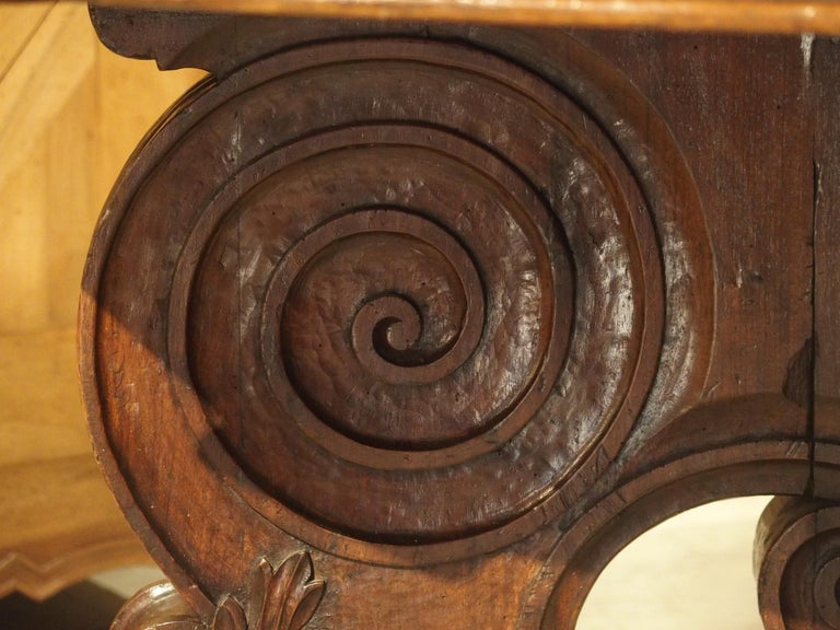 17th Century Italian Walnut Wood Octagonal Center Table with Large Paw Supports For Sale 2