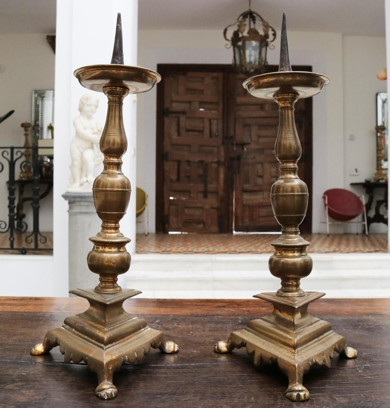 17th Century Pair of Spanish Brass Candle Pricket Sticks In Good Condition For Sale In Malaga, ES