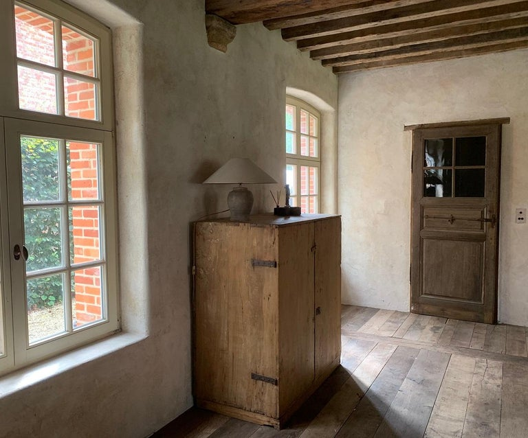 Hand-Crafted 17th Century Pyrinee Cupboard For Sale
