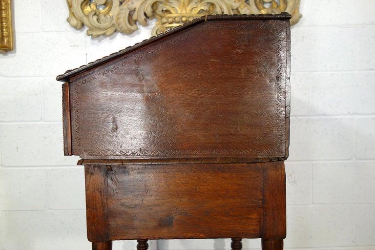 17th Century Renaissance Style Italian Chestnut Leggio Music Desk Lectern Table For Sale 10