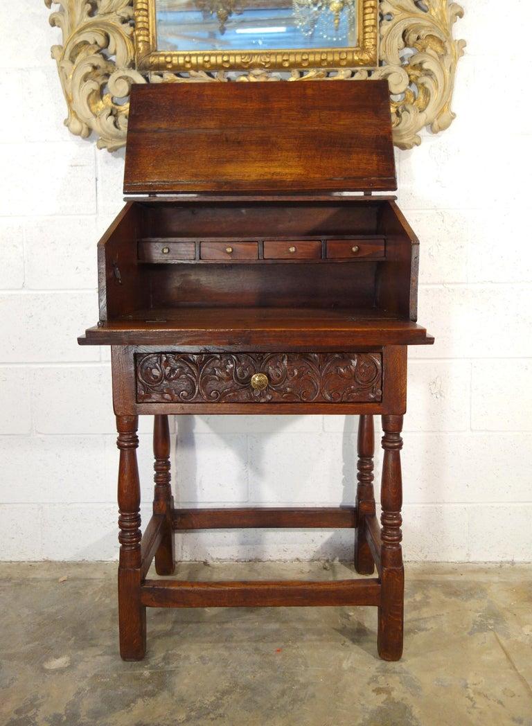 Hand-Carved 17th Century Renaissance Style Italian Chestnut Leggio Music Desk Lectern Table For Sale