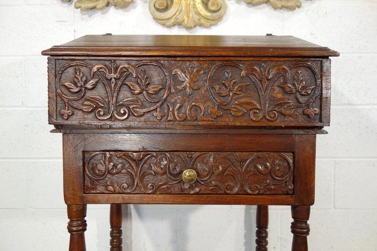 Mid-17th Century 17th Century Renaissance Style Italian Chestnut Leggio Music Desk Lectern Table For Sale