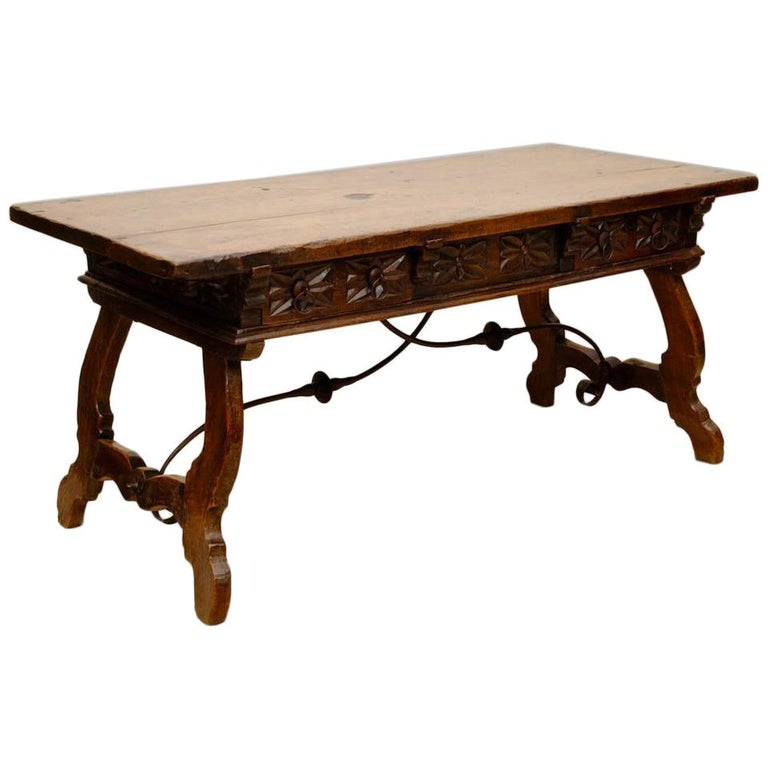 17th Century Spanish Carved Walnut Table For Sale