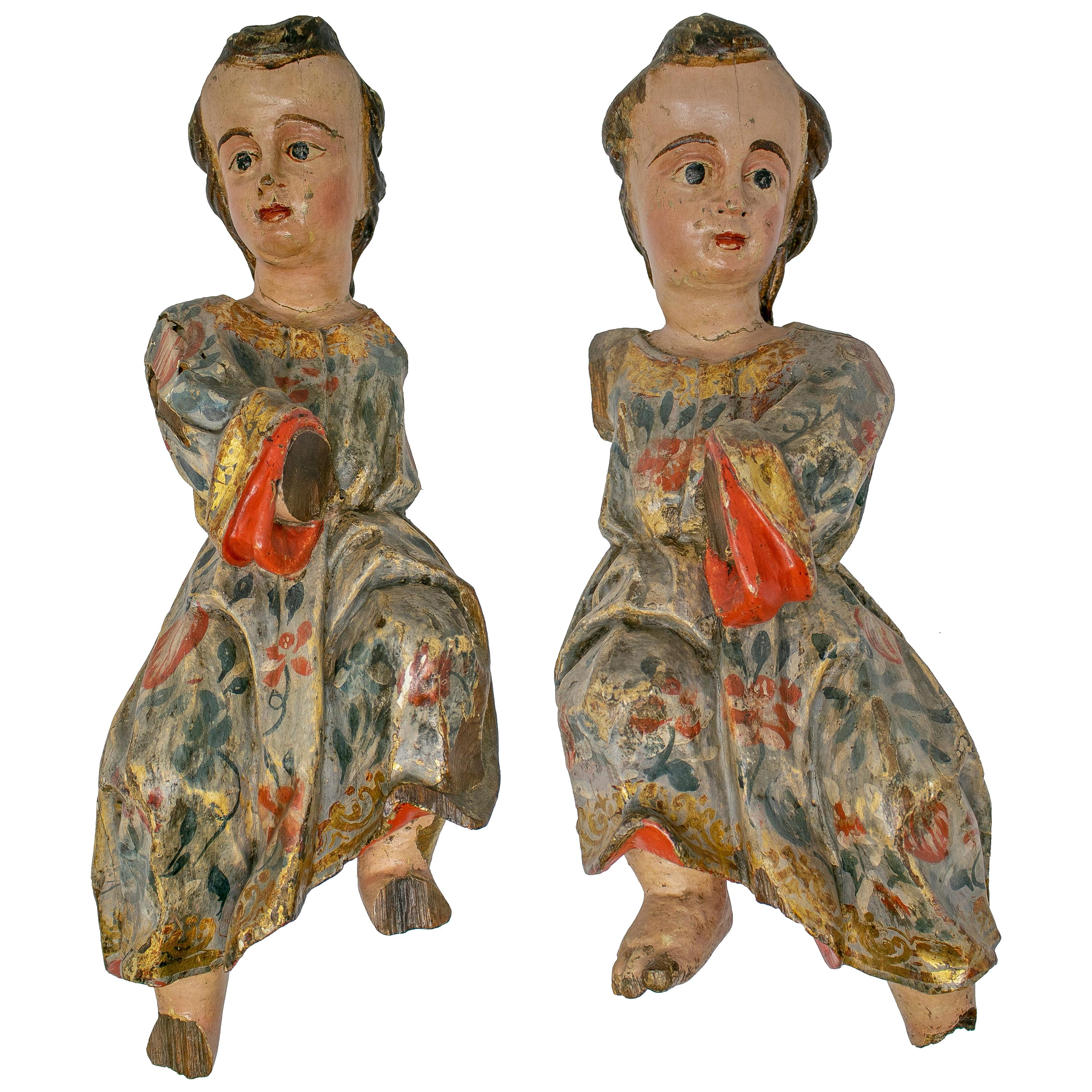 17th Century Spanish Pair of Painted Hand Carved Wooden Cherubs