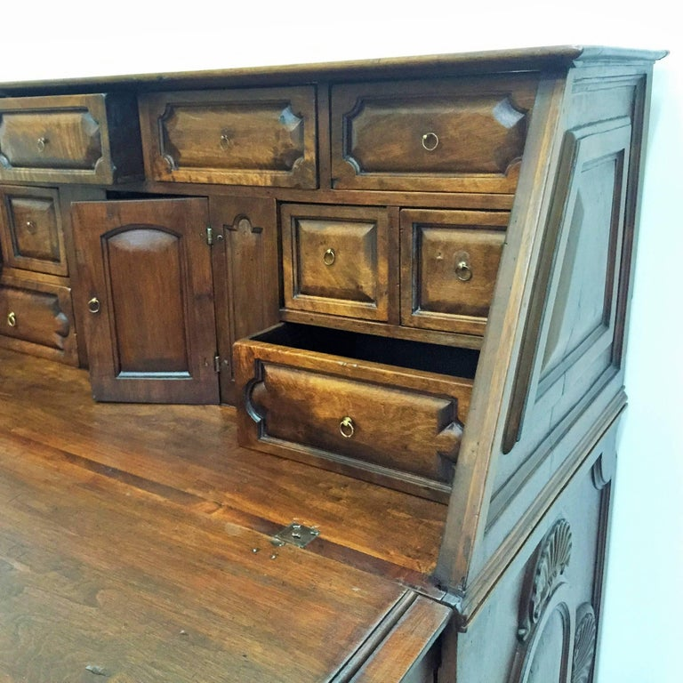 17th Century Spanish Walnut Bureau/Desk, circa 1690, Chest of Drawers In Good Condition For Sale In Miami, FL