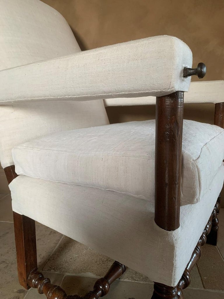 17th Century Walnut Armchair For Sale 2