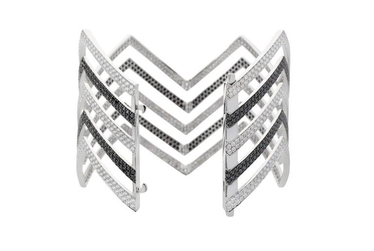 Round Cut 18 Carat Black and White Diamond Chevron Cuff in 18 Karat White Gold For Sale