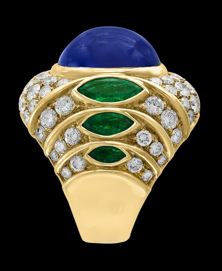 18 Carat Blue Sapphire Cabochon and Diamond 18 Karat Gold Ring In Excellent Condition For Sale In Scarsdale, NY