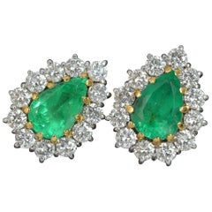 18 Carat Gold 3.5 Carat Colombian Emerald 2.5 Carat Vs Diamond Cluster Earrings