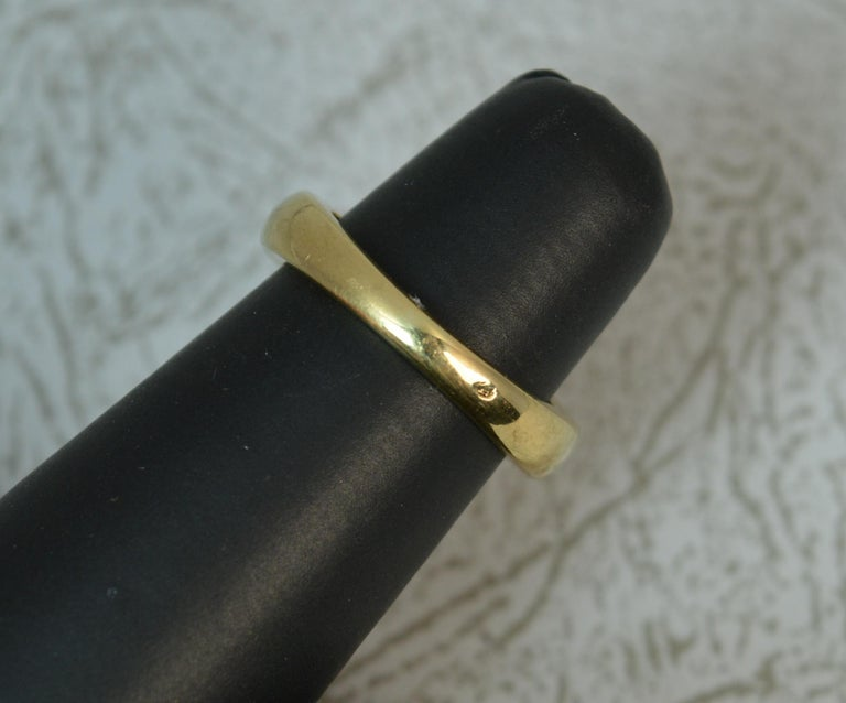 18 Carat Gold and Blue Sapphire Buckle Band Ring For Sale 4