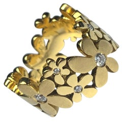 18 Carat Gold and Diamond 'Daisy' Ring
