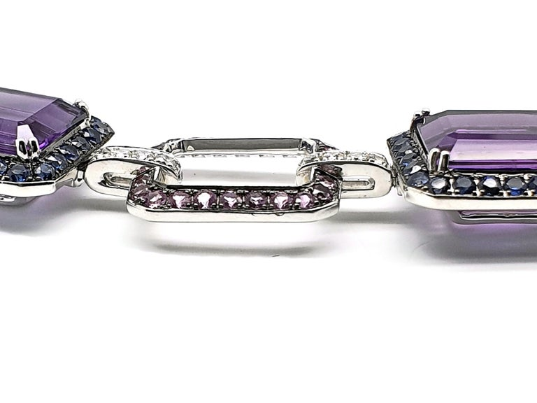 18 Carat White Gold Amethyst Bracelet with Blue-Lilac, Pink Corunds and Diamonds In New Condition For Sale In Den Haag, Zuid Holland