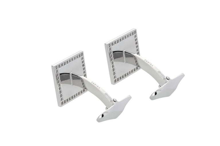 18 Carat White Gold Diamond Square Pave' and Black Enamel Cufflinks In New Condition For Sale In Bangkok, TH