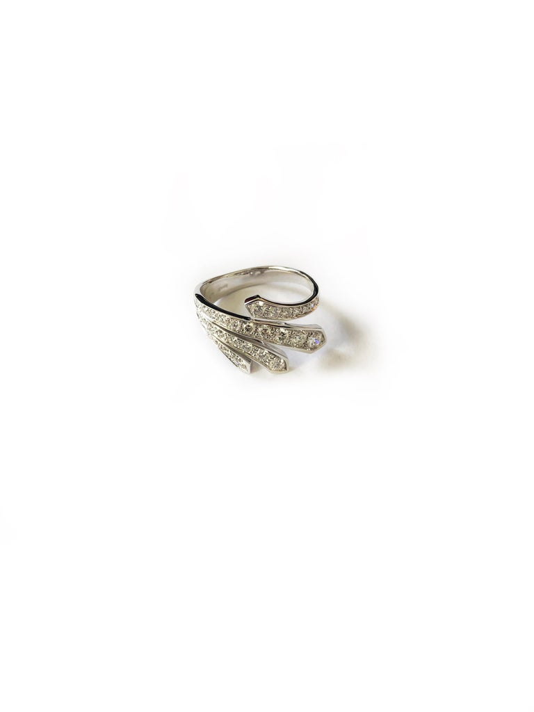 Round Cut 18 Carat White Gold Round Brilliant Cut Diamond Ring For Sale