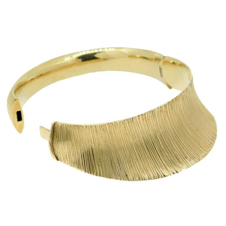 18 Carat Yellow Gold Contemporary Bangle