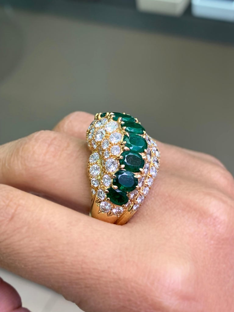 18 Carat Yellow Gold Emerald and Diamond Cocktail Ring In Good Condition For Sale In London, GB