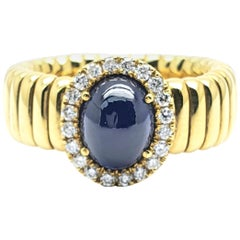 18 Carat Yellow Gold Flexring with a 3.06 Carat Sapphire and Diamonds Around