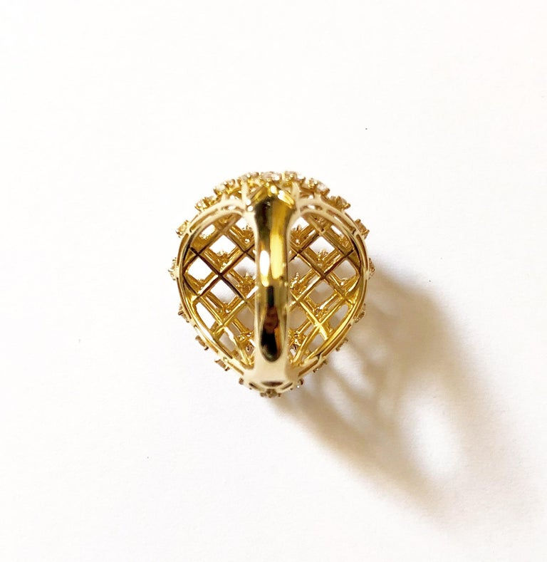 Contemporary 18 Carat Yellow Gold Round Cut Diamonds Ring For Sale